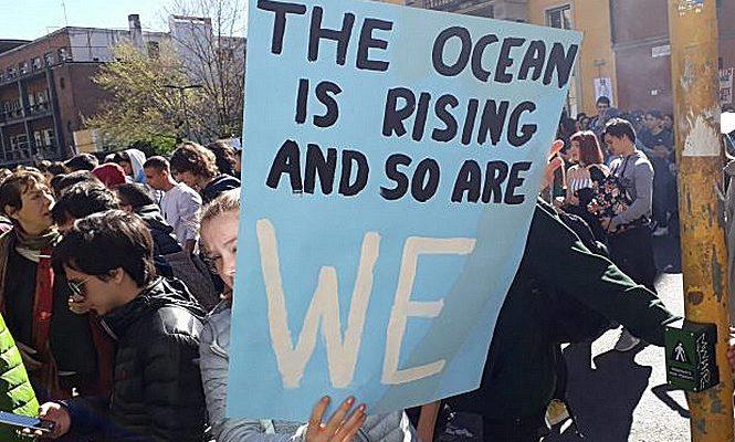 FFF Milano chiede a Sala e Fontana di dichiarare l'emergenza climatica e ambientale